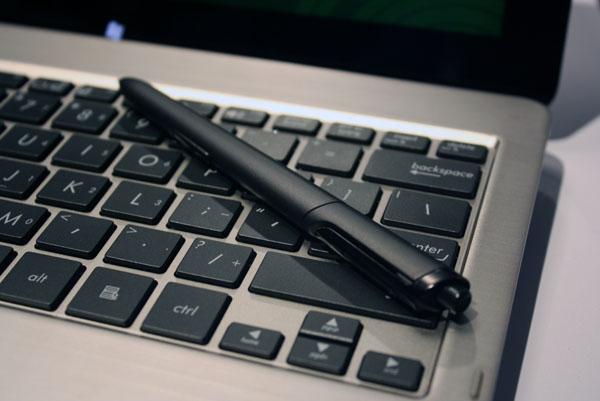 tastiera e penna